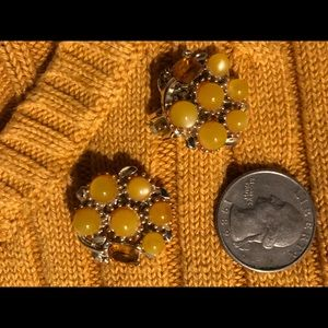 VINTAGE FALL EARRINGS GOLD ROUND FLOWER CLIP ONS